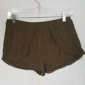 🛍Olive Green Dainty Shorts
